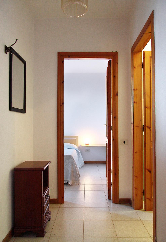 ferienwohnung auf sardinien direkt ber dem wasser. Black Bedroom Furniture Sets. Home Design Ideas