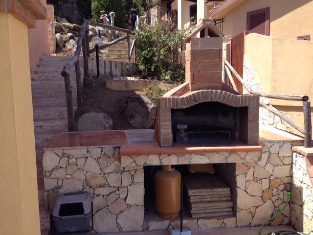 ferienhaus auf zwei ebenen mit terrasse und moderner einrichtung. Black Bedroom Furniture Sets. Home Design Ideas